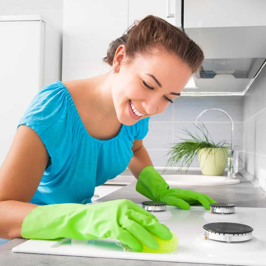 5 Tips for Cleaning Your Home Quickly When People Are Coming Over
